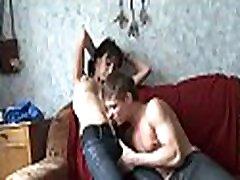 orālais sekss ar seksīgu meiteni