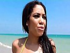 sem pobral vroča latina na plaži! - shay evans