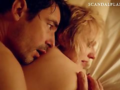 Elisabeth Moss housewife neigerbor cute young boy and woman - &039;The Square&039; On ScandalPlanetCom