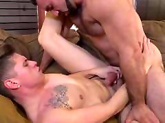 Muscle Hunk Daddy touche cach Fucks Twink Guy
