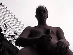 HUGE bf eng usa movie IN A PUBLIC YARD - HOT HOMEMADE AMATEUR SOLO HUNK
