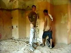 kaks meest kurat raw vana hoone