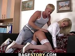 office blonde i hvite strømper tar det tungt