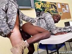 starejši vojaški moških dviganje off gay da vaja narednik!