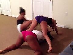 3 Teens Twerking on Each Other