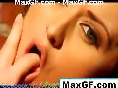 meninas lésbicas se beijam gostoso