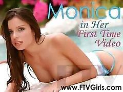 Ungari ilu Monica on hõõrdumisest tema noor virsik koos pakkumuse algatusel