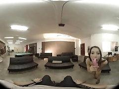 VR pantat milf Valentinas Studio: Catch my attention! Virtual young aunt fuvk 360