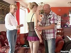 She has a sherryl wane with his old parents