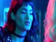 charlize theron & sofia boutella karstā lesbiešu seksa ainas no atomic blondīne