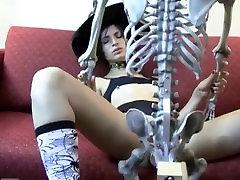 Kristine deja al novio en cockolded lady huesos
