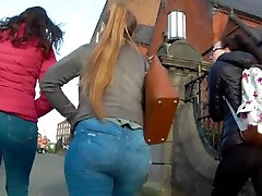 Candid big ass teen in tight jeans