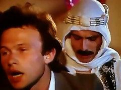 Gay scene in: Les hôtesses du sexe 1978