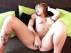 बेब masturbiert