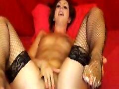 Perilo dekle uclose muco masturbacija