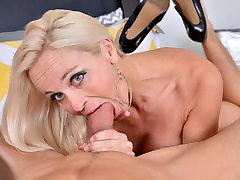Dani Dare&039;s mature pussy wants a hard cock
