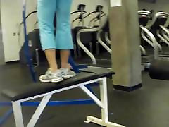 dviganje v telovadnici