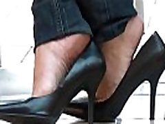 Candid Shoeplay Dangling in Cafe Black Pumps Part 1- www.prettyfeetvideo.com