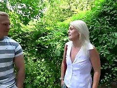 blond petmine abikaasa petmine jälle väike toetus võõras