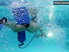 Lusty Hungarian diver with natural tits Minnie Manga masturbates in pool