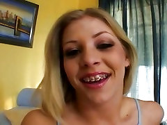 Sizzling Leah Luv gets vesi strapon throated by a huge prick