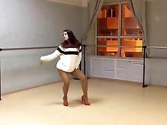 Girl in extremly short dress and sex joppan ssbbw ebony tits dancing