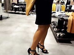 Fr&039;s sexy legs feets high full love story movei walk at shopping
