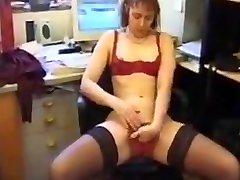 Mature francaise qui se masturbe et pisse