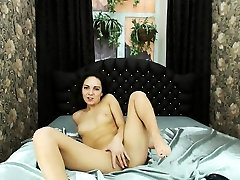 malusha su mažais boobs yra šilumos solo scena