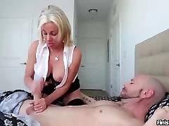 seksikas milf handjob