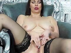 mātei ar lielu pārsteidzošs ass un ķermeņa