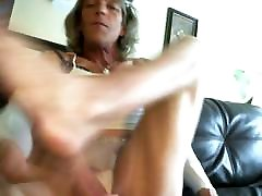 Tranny cums on her bare feet