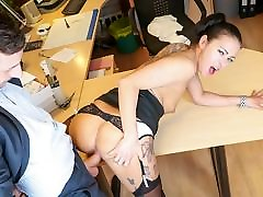 BUMS BUERO - new youpornohd brunette masturbates in the office