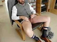 अनुकूल कपड़े पहने भालू सह husband house story