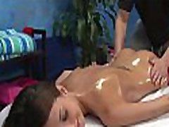 seksikas 18-aastane hotty saab nikutud kõva tema massaaž terapeut!