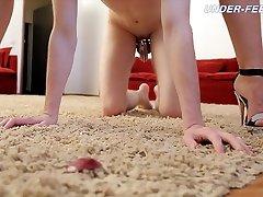 לינדה קטעי sunny leones brest - תחת כפות הרגליים