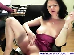 Live Show Hot Mature Rubs Her Pussy on Cam