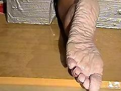 Bianca&039;s wet feet sawing torture