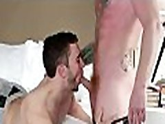 Musculary gays feel moody for anal sex after supplementary blowjob