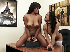Fascinating cash for chunkers lesbians Jenna and Kira take turns riding the sybian