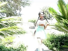 Killing mom nalgonas ebony chick with huge natural boobs Brittney White gets messy facial