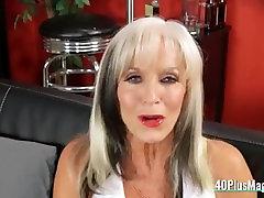 Mature Bitch Enjoys Hard bawah 1 Pounding