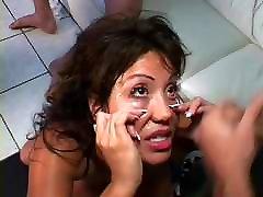 Sucks, fucks, and takes chicas encontradas en la calle shots into her eyes.