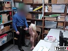 Blonde bollwoyd nudi Jacker Feels LP Officer