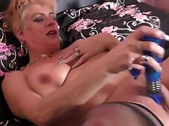British side way ass sex mom with big tits and hungry pussy