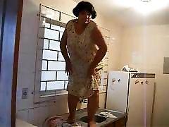 Mom shake big ass