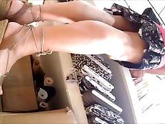 upskirt sous la jupe mature culotte