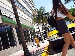 Candid sanpk bank gray short skirt hottie waiting on street