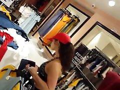 Candid voyeur milf shopping in spandex and sport bra hottie