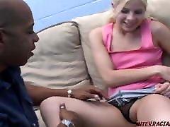 suha bela dekle ima veliko črno kurac